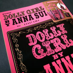 DOLLY GIRL BY ANNA SUI ©GRAPHITICA